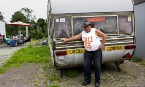 Die circuswagen, daar zit mijn hele leven in...